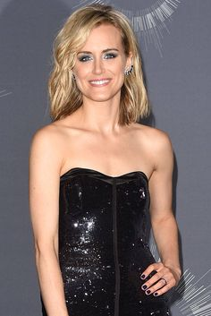 Taylor Schilling wearing @danarebecca earrings at the 2014 VMAs
