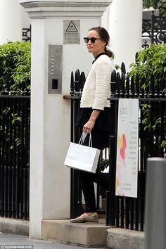 cafcf9bfd0932 Pippa Middleton has been seen picking up beauty products at the exclusive  Santi London spa.