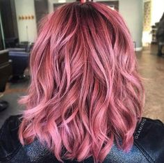 New Dusty Rose Gold Hair Highlights Ideas Cabelo Rose Gold, Rose Gold Hair, Dye My Hair, New Hair, Make-up-tipps Und Tricks, Hair Color Pink, Spring Hair Colors, Pink Hair Dye, Pastel Hair