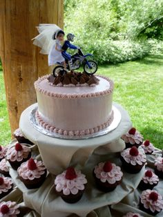 wedding cakes make of cupcakes   baking with alyssa loo: Wedding Cake & Cupcakes