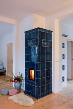 A traditional long-warm tiled stove beauty: The BRUNNER HKD with dunk . - Today Pin A traditional long-warm tiled stove beauty: The BRUNNER HKD with dunk … – – Indoor Wood Stove, Vintage Stoves, Blue Tiles, Fireplace Design, Fireplace Ideas, My House, Sweet Home, House Design, Building A House