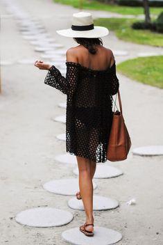 Выкройка этого летнего пляжного платья до безобразия простая. Представляет она собой четыре прямоугольника.