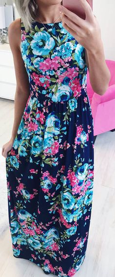 This gorgeous floral print dress is too beautiful! Perfect for vacations. #floral #maxi #maxidress