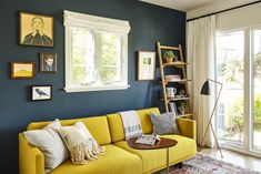 Tropical Modernism Takes Center-Stage in This Venice Beach Home – Sofa Design 2020 Navy Living Rooms, Boho Living Room, Living Room Sofa, Home And Living, Yellow Walls Living Room, Blue And Mustard Living Room, Bright Living Room Decor, Yellow Rooms, Bohemian Living