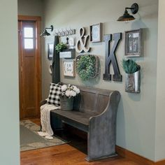 99 atemberaubende Bauernhaus Eingang Mudroom Ideen Best Picture For home accents decorative For Your Taste You are looking for something, and it is going to … Rustic Farmhouse Entryway, Farmhouse Interior, Rustic Farmhouse Decor, Farmhouse Style, Farmhouse Lighting, Rustic Decor, Farmhouse Ideas, Rustic Basement, Farmhouse Design