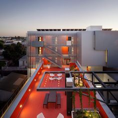 28th Street Apartments by Koning Eizenberg Architecture