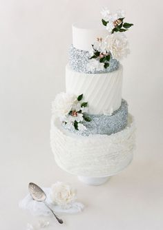 Classy Silver and Floral Wedding Cake | Ideas for Floral Wedding Theme