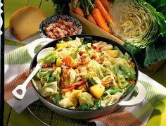 Unser beliebtes Rezept für Spitzkohl-Pfanne mit Speck und Käse und mehr als 55.000 weitere kostenlose Rezepte auf LECKER.de.