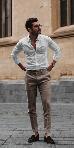 15 Easy Mens Fashion Casual Tricks For A Sharper Look! - Nas Kobby Studios Why mens fashion casual matters? But what are the best mens fashion casual tips out there that can help you […] Mode Swag, Herren Outfit, Best Mens Fashion, Classy Mens Fashion, Mens Fashion Blog, Fashion Photo, Fashion Trends, Men's Casual Fashion, Casual Wear