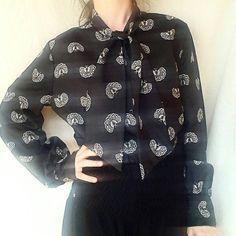 Guarda questo articolo nel mio negozio Etsy https://www.etsy.com/it/listing/274073032/70s-bow-hippie-blouse-vintage-70s-boho