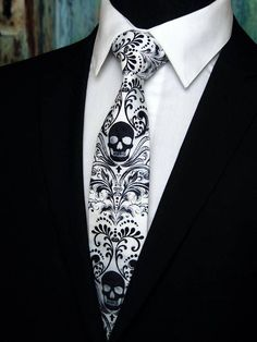 Skull Tie Cotton Black and White Steampunk Tie with Skull - Mine - Halloween Gothic Fashion, Mens Fashion, Vintage Fashion, Mode Steampunk, Mode Man, Skull Wedding, Gothic Wedding Rings, Extra Long Ties, Sharp Dressed Man