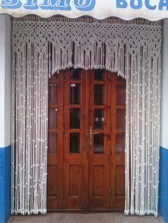 Si estás buscando una cortina de macramé, no lo dudes más, entra, verás cuántas cortinas, hamacas, tapices y maceteros hacemos en Macrameart, en Peñíscola.