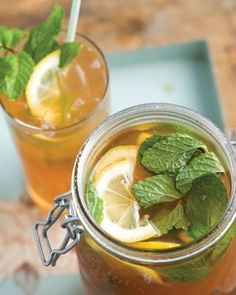 Spiked Arnold Palmer, sweet tea is spiked with rum and garnished with lemon and mint, for something between an Arnold Palmer and a mojito.