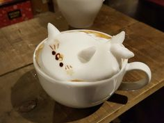 Cute baby seal. 3D Latte Art by Kazuki Yamamoto of Osaka, Japan. He also makes a great 3D snoopy and Hello Kity. But... this cappuccino seal is the most adorable |じょーじ Website| Twitter