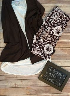 Leggings Paired with an Irma Tunic and Lindsay Sweater! Lula Outfits, Trendy Girl, Casual Work Outfits, Lulu Roe, Autumn Winter Fashion, Style Me, Lularoe Unicorn, Clothes For Women, Stitch
