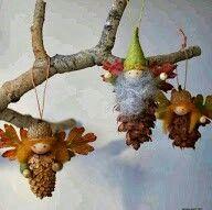 Duendes de piñas de pino.