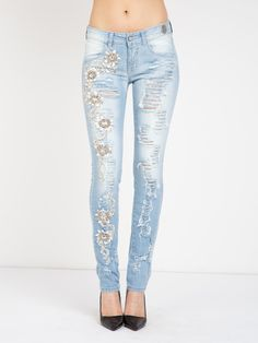 H-BIDYS/31 TROUSERS #metjeans #style #fashion #girl #model #woman #apparel #look #outfit #ootd #spring #summer #details #denim #jeans #diamonds