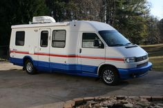 Winnebago Rialta Trailerable Houseboats, Cool Rvs, Used Motorhomes, Rv Life, Happy Campers, Campervan, Travel Style, Recreational Vehicles, Camp Trailers