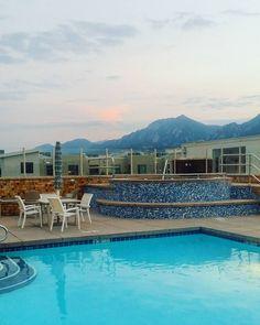 We gave notice to our landlords so now's our last chance to enjoy the mountain view from our pool. // Uusi koti näköpiirissä. Nyt vain sormet ristissä että kaikki menee hyvin ja päästään muuttamaan! #home #koti #uimaallas #vuoret #mountains #vuoristo #boulder #flatirons #colorado #coloradoliving #ulkosuomalainen (via Instagram)