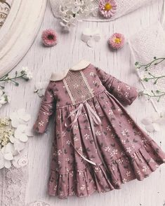 Stunning Blythe Dresses Created In The Atelier De L'Ame Babykleidung Blythe - Diy Crafts Frocks For Girls, Kids Frocks, Dresses Kids Girl, Kids Outfits, Winter Dresses For Girls, Frock Design, Baby Dress Design, Baby Girl Fashion, Toddler Fashion