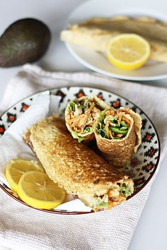 Wraps of chickpea flour with tuna, avocado and raw vegetables , Vegan Recipes Videos, Healthy Recipe Videos, Veggie Recipes, Easy Healthy Dinners, Healthy Dinner Recipes, Healthy Snacks, Sin Gluten, Raw Vegetables, Wraps