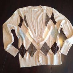 Old Navy button-front argyle style sweater. Old Navy button-front argyle style sweater. Large petite. Excellent like-new condition. Never worn out of closet. Old Navy Sweaters Cardigans