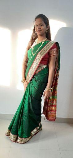Girl Pictures, Girl Photos, Beautiful Girl Indian, Beautiful Women, Green Saree, Indian Beauty Saree, India Beauty, Desi, Beauty Girls