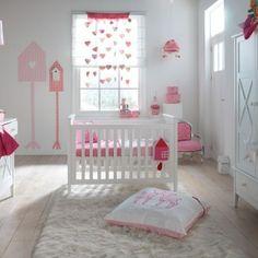 babykamer roze wit