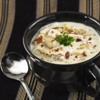 Creamy Clam Chowder - Make a New England classic stew. Simply mix the ingredients in your crockpot and the delicious meal will be ready by dinnertime. Slow Cooker Recipes, Crockpot Recipes, Soup Recipes, Cooking Recipes, Clam Chowder Recipes, Chowder Soup, Bisque Soup, Shellfish Recipes, Soups
