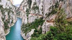 Die Schlucht von Mont-rebei Gorge ist malerisch und gefährlich zugleich. Durch das Gebiet führt ein Wanderweg, der zum Teil in den Fels gehauen wurde.