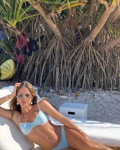 Wear our flattering two-piece bikinis in different colors and cuts. Whether you like to show off your beautiful body or prefer some extra coverage: we have your bikini essentials! Brasilianischer Bikini, Bikini Poses, Cute Swimsuits, Cute Bikinis, Mode Hipster, Summer Body Goals, Mode Du Bikini, Shotting Photo, Beach Poses