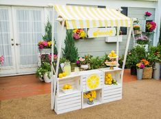 Ken Wingard's DIY Lemonade Stand could easily double as an egg stand! It comes apart for easy storage in your garage during the off season! Hallmark Homes, Home And Family Hallmark, Hallmark Channel, Kids Lemonade Stands, Lemonade Bar, Diy For Kids, Crafts For Kids, Event Decor, Diy And Crafts