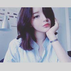 "21 Likes, 1 Comments - yuki utsumi (@yk_utsumi10.5) on Instagram: ""髪の毛伸びすぎたでバッサリ切る!!ファミンちゃんくらいにしたいけど勇気がないで控えめにしときます。。。 #손화민 #얼짱"""