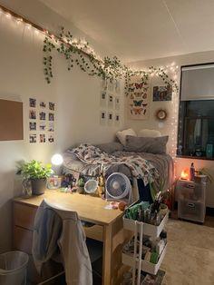 College Bedroom Decor, Room Design Bedroom, Room Ideas Bedroom, Dorm Room, Funky Bedroom, Bedroom Inspo, Chambre Indie, Crystal Room Decor, Indie Room