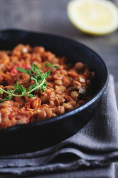mancare de linte-2-s Vegan Food, Vegan Recipes, Chana Masala, Healthy Meals, Delicious Food, Foodies, Bacon, Cupcake, Curry
