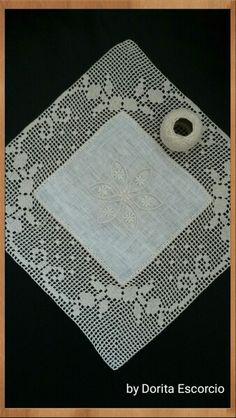 Quadrado em linho com crochet                                                                                                                                                                                 Mais