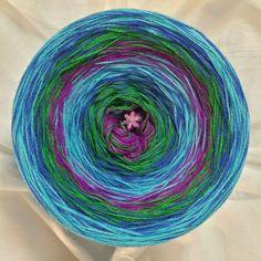Nr.273: Hochbausch 8 Farben im Wechsel-Mix: violett grün königsblau helltürkis violett grün königsblau helltürkis (hier im Bild mit wachsenden Verlauf gewickelt)
