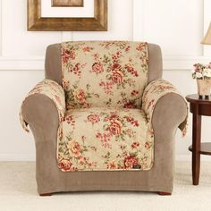Accent your furniture with the floral patterns of this Lexington chair slipcover. This beautiful 100 percent cotton slipcover protects your furniture against pet fur and stains, and is machine-washable for easy maintenance and convenience.