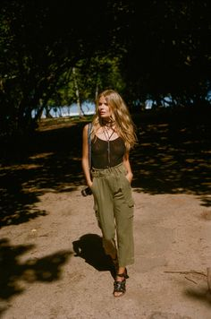 """somerollingstone: """"Alena Blohm by Graham Dunn for Free People May 2016 """" Green Khaki Pants, Khaki Pants Outfit, Sporty Outfits, Boho Outfits, Militar Pants, Alena Blohm, Belts For Women, Clothes For Women, Style Guides"""