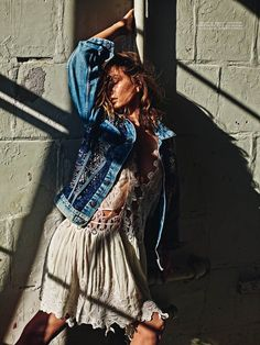 NÉO- SAUVAGE How cool are these tops and dresses Andreea Diaconu is wearing on last Vogue Paris issue? All of them styled by Emmanuelle Alt. ♥