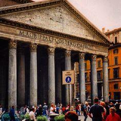 Ensimmäinen valokuva jonka olen ottanut Pantheonista. Kuva on vuodelta 2001.