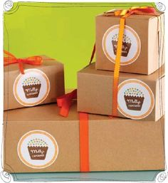 Kraft bakery boxes with sticker and ribbon
