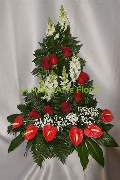 Centro triangular con lineas de flores