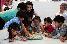 The children excitedly discover the outcome of their morning´s baking!