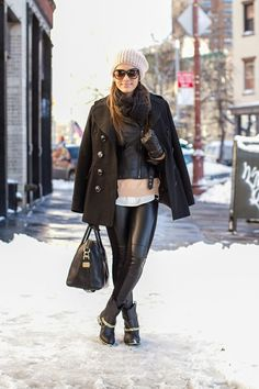 11-feb-13 Calça: BCBG / Jaqueta de couro & Camisa: Zara / Casaco: Calvin Klein / Touca & Suéter: Forever21 / Óculos: Tom Ford (modelo Malin) Bolsa: Givenchy / Bota: Miezko