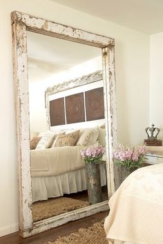 30 Incredible Design Putting The Mirror In The Bedroom - Farmhouse Decoration Farmhouse Mirrors, Farmhouse Style Bedrooms, Rustic Mirrors, Farmhouse Decor, Modern Farmhouse, Diy Home Decor Bedroom, Bedroom Furniture, Bedroom Ideas, Bedroom Designs