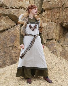 Viking outfit: Linen dress with tabletwoven woolen braid. Linen hangerock decorated with embroidered linen band/ tabletwoven woolen braid. Short coat with fur cuffs. http://www.sew-mill.com/index2.php?lg=en&m=3&pm=2