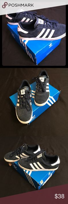 ADIDAS GAZELLE NAVY BLUE AND WHITE SUEDE GAZELLE . BIGS KIDS SIZE 6  FITS WOMENS 7 1/2-8 adidas Shoes Sneakers