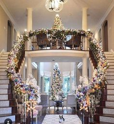 39 Welcoming and Cozy Christmas Entryway Decoration Ideas - Dailypatio Christmas Staircase Decor, Christmas Stairs Decorations, Christmas Entryway, Farmhouse Christmas Decor, Elegant Christmas, Cozy Christmas, Beautiful Christmas, Christmas Lights, Xmas