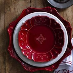 My favorite table setting; wish Juliska had kept the red in production.